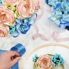 U nas kupisz wianki, flower boxy i bukiety z najwyższej jakości kwiatów.      #sklepzwiankami #sklepzflowerboxami #flowerbox #wianek #wreath #headcrown #floralcrown #floralwreath #bouquet