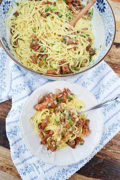 Herrlicher Pastaliebling! Spaghetti Carbonara mit Eierschwammerl – meinleckeresleben.com Pasta, Ethnic Recipes, Food, Chef Recipes, Spaghetti Carbonara Recipe, Cooking, Essen, Meals, Yemek