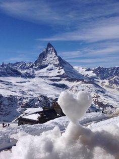 Bom dia e bom domingo de muita PAZ, esta noite a neve voltou! Zermatt, Beautiful World, Beautiful Places, Beautiful Pictures, Swiss Alps, Mother Nature, The Good Place, Scenery, Around The Worlds
