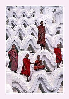 Novice monks - Mandalay - Myanmar - by I. Keribar