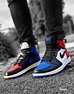 Air Jordan 1 'Top (by: frenchkickz) Jordan 1, Michael Jordan, Jordan Nike, Hype Shoes, Nike Air Jordans, Air Jordan Shoes, Kicks, Sneakers Nike, Footwear
