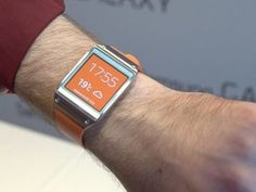 ▶ First Look: The Samsung Galaxy Gear watch that pairs with your phone - YouTube