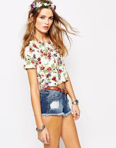 Image 1 ofGlamorous Cropped T-Shirt in Floral Print