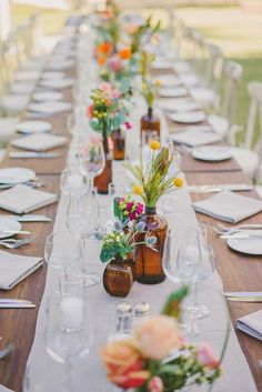 14 spring wedding photo ideas to incorporate into your big day& shot list. - - 14 spring wedding photo ideas to incorporate into your big day& shot list. 14 spring wedding photo ideas to incorporate into your big day& shot list. Deco Champetre, Brown Bottles, Amber Bottles, Empty Bottles, Amber Glass, Clear Glass, Deco Floral, Wedding Table Settings, Place Settings