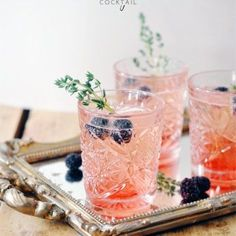 Throw a sophisticated brunch by serving these cute blackberry thyme cocktails Snacks Für Party, Party Drinks, Fun Drinks, Yummy Drinks, Beverages, Alcoholic Drinks, Champagne Cocktail, Cocktail Drinks, Cocktail Recipes