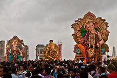 Ganesh idols start arriving for visarjan at Girgaum chowpatty in Mumbai, India | by sandeepachetan.com