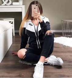 Adidas outfit ideas www. The Effective Pictures We Offer You About adidas outfit pan Cute Sporty Outfits, Casual School Outfits, Swag Outfits, College Outfits, Mode Outfits, Stylish Outfits, Sporty Teen, 70s Outfits, Teenage Girl Outfits