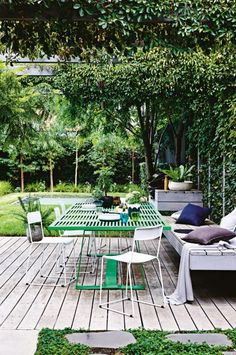 Floating bench and barbecue area - by Scott Leung of Eckersley Garden Architecture