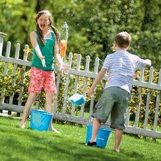 Des idées de jeux rafraîchissants ! C'est le moment de s'amuser au jardin avec des jeux d'eau. Un bon prétexte pour finir trempé. Une b...
