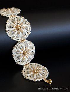 Cream Ivory and Gold Beaded Daisy Bracelet with por SmadarsTreasure