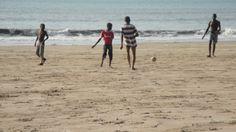 Foot sur les plages des îles de #Loos.