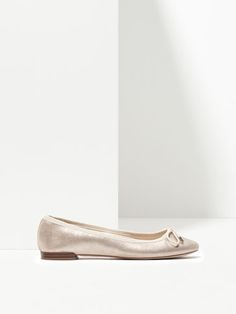 {10} {11} {9}´ss PATENT BALLERINAS at Massimo Dutti for 49.95. Effortless elegance!