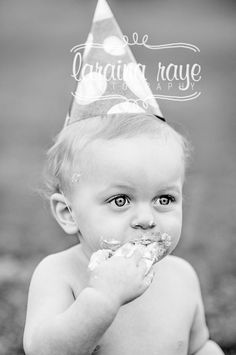#larainarayephotography one year pictures baby boy birthday hat black and white