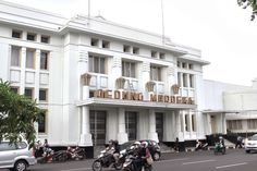Gedung Merdeka, the historical venue of the Asian-African Conference, still holds its own charms up to this day. Bandung City, Dark Feeds, City Aesthetic, Facade Architecture, Amazing Destinations, Jakarta, Wonderful Places, Aesthetic Wallpapers, Tourism