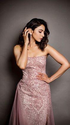 Indian Actress Hot Pics, Indian Bollywood Actress, Beautiful Indian Actress, Indian Actresses, Deepika Padukone Hair, Bollywood Designer Sarees, Hair Color For Black Hair, Bollywood Celebrities, Girl Poses