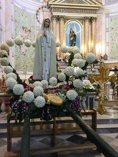 Home Altar Catholic, Catholic Saints, Blessed Mother Mary, Blessed Virgin Mary, Madonna, First Communion Decorations, Holly Pictures, Lady Of Fatima, Queen Of Heaven