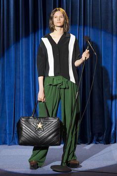 「ステラ マッカートニー(STELLA McCARTNEY)」が2018年プレ・スプリング・コレクションを発表した。