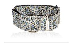 Batik: Martingale collar, with anti escape system and buckle perfect to carry the nameplate. Organic fabrics, nickel free metal All sizes available Made in hand in Barcelona with love. 100% Perfect for greyhound, saluki, Afgan hound, Borzoi, whippets, and allmost breeds. 25€ visit us:  instagram: ladygalgo  facebook: ladygalgo bcn