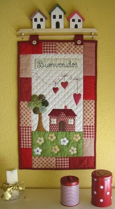 House quilt with houses on quilt holder Rectangular. Red patchwork as a wide border. Mini Quilts, Cute Quilts, Small Quilts, Patch Quilt, Applique Quilts, Hand Applique, House Quilt Patterns, House Quilt Block, Quilt Blocks
