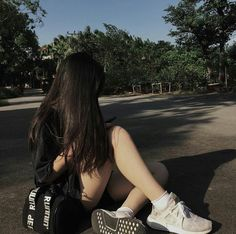 Image about girl in 𝙪𝙡𝙯𝙯𝙖𝙣𝙜𝙨 by cosmo ➹ on We Heart It Girl Bad, Uzzlang Girl, Cool Girl, Bad Girl Style, Ulzzang Korean Girl, Cute Korean Girl, Asian Girl, Girl Photo Poses, Girl Photography Poses