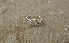 Sterling silver adjustable toe ring ~ Wire wrapped toe ring ~ Minimalist ring ~ Twisted rosette toe ring sterling silver