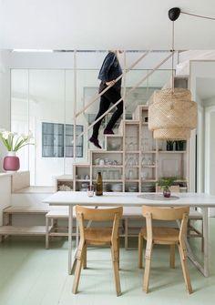 sala-de-jantar-com-escada-estante