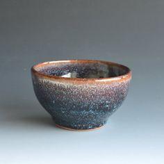 Kommen Sie in Steinzeug mit einer Kombination aus zwei Glasuren
