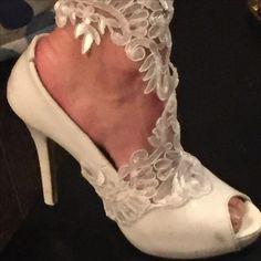Shoes jewellery  Sposa e pizzo con gioielli by Carla Campea