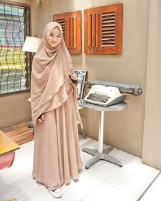 42 Ideas Clothes School Outfits Backpacks For 2019 Casual Hijab Outfit, Hijab Chic, Hijab Dress, Abaya Fashion, Muslim Fashion, Fashion Outfits, Trendy Outfits For Teens, Trendy Clothes For Women, Hijab Styles For Party