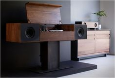 Modern record player with speakers - Symbol Audio