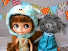 Blythe Doll Helmet / bear / blue / furry / por AltheasDollHouse