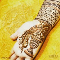 Enjoy the Experience of Flying with Parrot. Capture all your wedding Emotions with The Preet Hennaworld. Booking Open for Wedding Mehndi Ceremony. Basic Mehndi Designs, Floral Henna Designs, Legs Mehndi Design, Mehndi Designs For Girls, Mehndi Designs For Beginners, Stylish Mehndi Designs, Dulhan Mehndi Designs, Mehndi Design Photos, Wedding Mehndi Designs