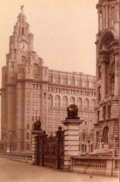 With photos from the onwards, Liverpool Then And Now is a gorgeous celebration of the city. Liverpool Town, Liverpool History, Liverpool Football Club, Photo Slider, Then And Now Photos, World Trade, Old Postcards, Old Photos, Big Ben