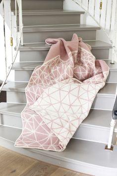 altrosa Wolldecke, Tagesdecke // dusky pink blanket, bedspread by ava&yves via DaWanda.com