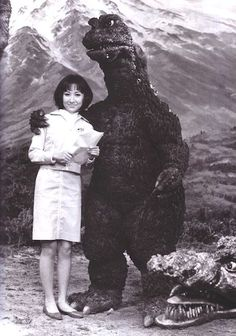 Godzilla photos were charming, absolutely ridiculous Behind-the-scenes Godzilla photo. That was nice of him to pose with her.Maybe he's not so bad.Behind-the-scenes Godzilla photo. That was nice of him to pose with her.Maybe he's not so bad. Akira, Old Posters, K Om, Photo Souvenir, Japanese Monster, Kino Film, Classic Monsters, Scene Photo, King Kong