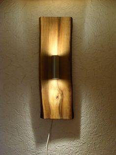 Rustikale, handgefertigte Wandlampe, LED Strahler, Wandleuchte 85 cm aus Holz   Nach einem Scheunenfund von mehreren Nussbaumbrettern die dort wohl mehrere Jahrzehnte lagerten, habe ich mich...