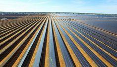 Afficher l'image d'origine Uses Of Solar Energy, Renewable Sources Of Energy, Solar Energy Panels, Best Solar Panels, Solar Roof Tiles, Solar Panel Installation, Solar Energy System, Birth, Scale