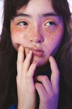 Image about skin in shine, girl by acame on We Heart It Human Reference, Art Reference Poses, Photo Reference, Pretty People, Beautiful People, Kreative Portraits, Photographie Portrait Inspiration, Drawing People, Freckles
