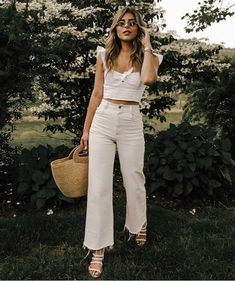 30 + All-White Outfits That I Will Be Copying All Summer Long This calls for an extra dose of Tide To Go. I am so into white outfits (before and after labor day) and now I want everything in this minimalist tone. When it comes to summer fashion, you can't Street Style Outfits, Mode Outfits, Chic Outfits, Trendy Outfits, Woman Outfits, Nerd Outfits, Fashionable Outfits, White Summer Outfits, All White Outfit