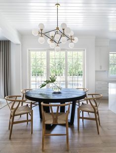 Gorgeous 46 Elegant Dining Room Design Ideas That Will Amaze You. Dining Nook, Dining Room Lighting, Dining Room Design, Dining Room Table, Dinning Room Chandelier, Circle Dining Table, Elegant Dining Room, Black Dining Rooms, Dining Room Inspiration