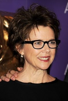 short hairstyles for women over 40 with glasses