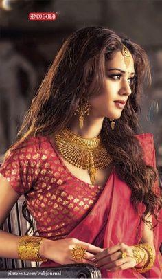 Brocade Benarasi with SENCO bridal jewellery Beautiful Girl Indian, Beautiful Saree, Beautiful Indian Actress, Beautiful Actresses, Beautiful Bride, Bengali Bride, Bengali Saree, Bengali Wedding, Or Mat