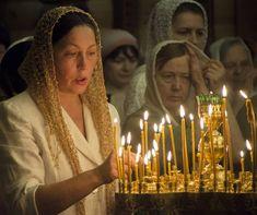 Vizionara Tina uimeşte prin exactitate, nu numai în istoria ocultismului ci şi în istoria religiilor. John Lennon, Hollywood