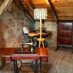 Old attic office with wood furniture and a genuine Singer machine Attic Office, Old Singers, Old Furniture, Antiques, Wood, Modern, Table, Vintage, Home Decor
