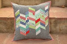 a new couch pillow (Kitchen Table Quilting) Patchwork Quilt, Patchwork Cushion, Quilted Pillow, Mini Quilts, Sewing Pillows, Diy Pillows, Couch Pillows, Throw Pillows, Pillow Ideas