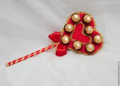 tsvety-floristika-serdtse-iz-konfet/ - The world's most private search engine Valentines Day Baskets, Valentine Day Love, Valentine Day Gifts, Bouquet Box, Candy Bouquet, Chocolate Flowers Bouquet, Valentine Bouquet, Chocolate Wrapping, Edible Crafts