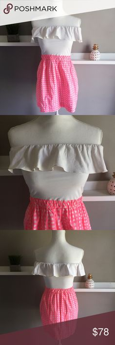 """Lilly Pulitzer Athens Dress Strapless Combo Dress. Solid Knit Top With Elastic Waist And Eyelet Skirt. 18"""" From Natural Waist To Hem. Top elastic band measures 28"""" and can stretch to 34"""". In excellent condition; no flaws. Lilly Pulitzer Dresses Strapless"""