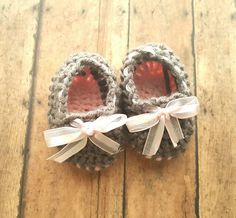 Princess Baby Shoes, BABY Shoes, Baby Shoes with bow, princess Pink, princess Pink Baby Booties, gender reveal Shoes, pregnancy announcement, pregnancy announcement Baby Shoes, Baby booties Etsy shop https://www.etsy.com/listing/474657023/baby-girl-shoes-crochet-shoes-baby