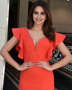 ❤ (kriti liked 🍃) _ _ Beautiful Bollywood Actress, Most Beautiful Indian Actress, Beautiful Actresses, Hot Images Of Actress, Indian Actress Hot Pics, Teen Actresses, Indian Actresses, Bollywood Stars, Bollywood Fashion