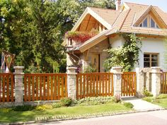 Bontott tégla kerítés Types Of Fences, Sweet Home, Cabin, House Styles, Wood, Railings, Screens, Gates, Home Decor